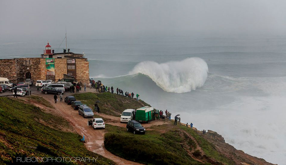"Nazaré rears its heavy lip as it breaks top to bottom. Photo: <a href=""https://www.facebook.com/RuiBoinoPhotography\"">Rui Boino</a>"