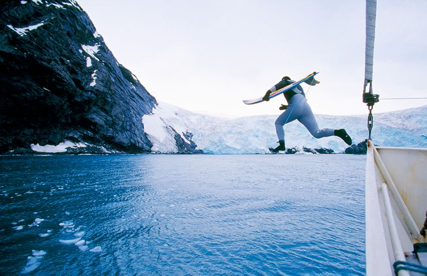"2000. Chris Malloy. Jumping off the boat in Antarctica. Photo: <a href=""http://www.artbrewer.com\"" target=_blank>Art Brewer</a>"