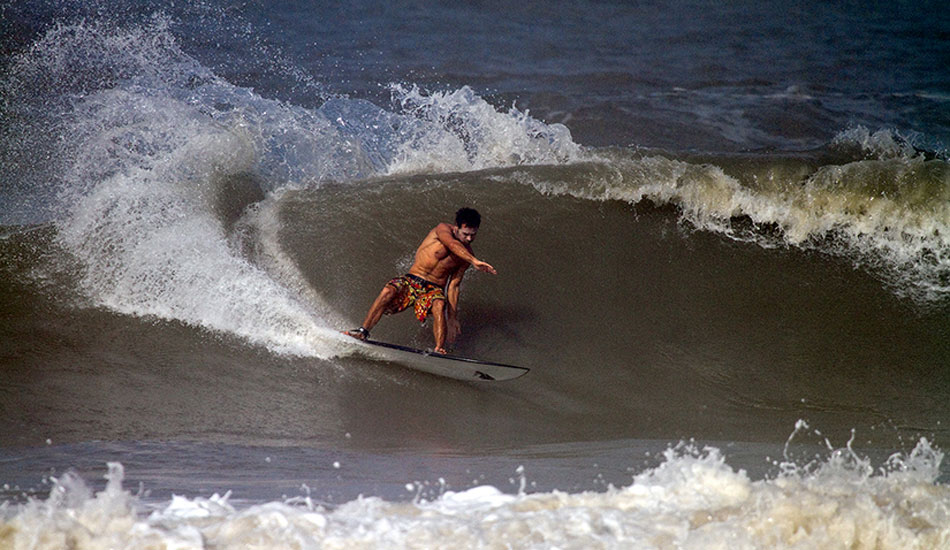 With a decent Arabian Sea beachbreak within walking distance, Emiliano Cataldi makes the most of the pre-monsoon windswell and incoming tide. Photo: Callahan/SurfExplore