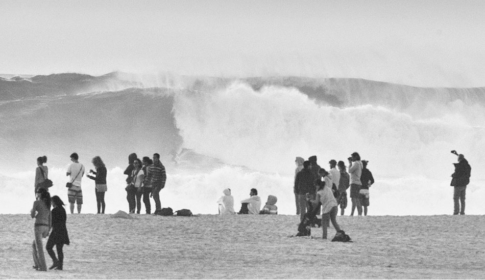 "Some four to five meter waves rolled through on Sunday. Photo: <a href= ""http://joaobracourt.com/\"" target=_blank>Joao Bracourt.</a>"