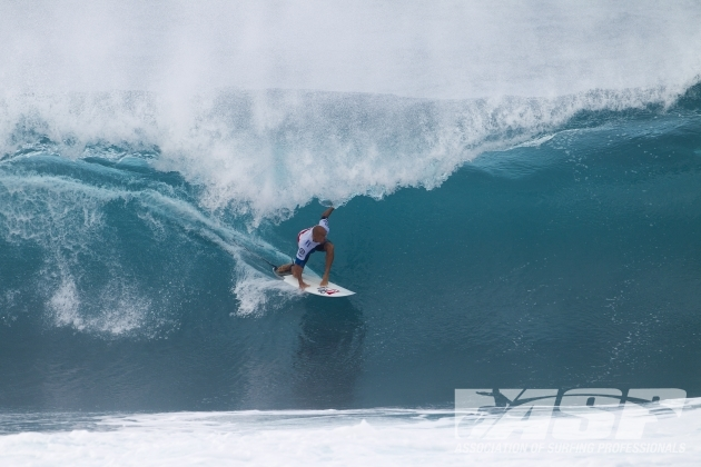Kelly Slater threading Pipe. Classic form. It all came down to the final day where Josh Kerr put an end to the race, handing it to Joel Parkinson. Photo: ASP