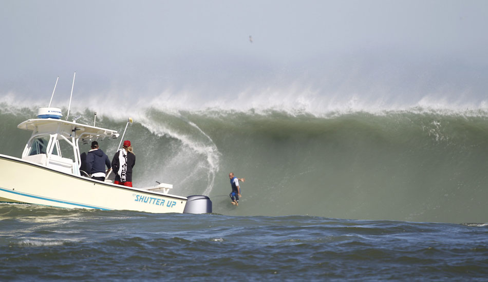 "Slater pulling the \'chute. <b>Photo:</b> <a href=\""http://azhiaziam.mybigcommerce.com/\"" target=_blank>Mike Jones</a>"