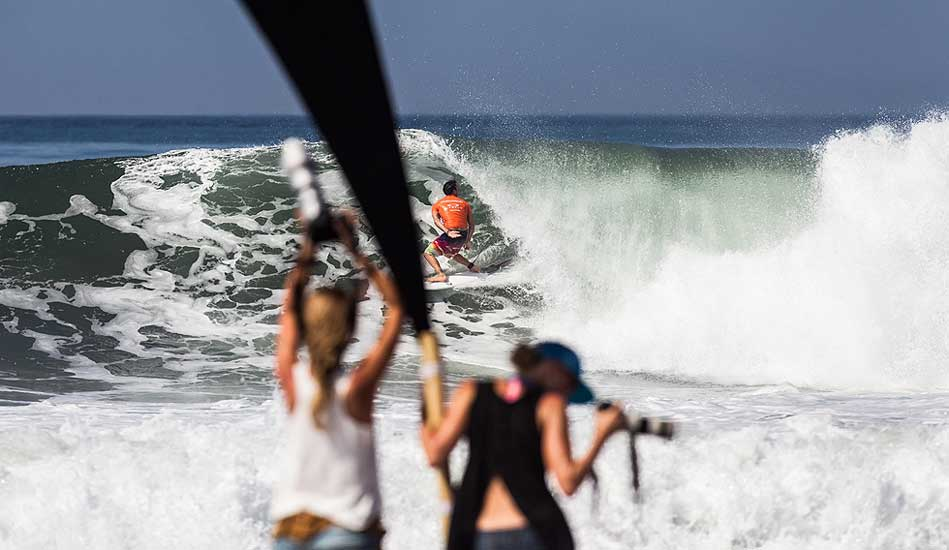 ""\""""Was that a...yep, just had to be sure."""" One of Parko's perfect 10s. Photo: <a href= """"http://www.oakleyprobali.com/photos/"""">Mick Curley</a>""949|550|?|en|2|8b7cc260e8bb51386753316bdfe1716e|False|UNLIKELY|0.299846887588501