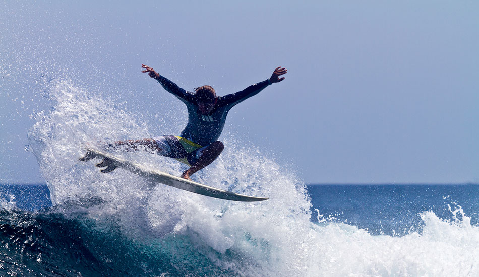 Erwan Simon finds the power to launch an air over the end section. Photo: Callahan/SurfExplore