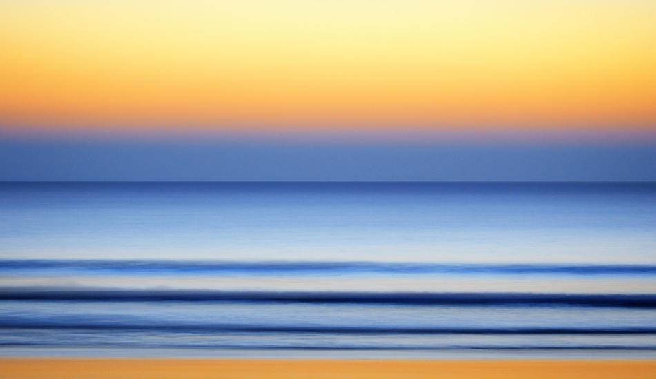 """Cuando el sol se va, llega la luz y el movimiento. When the sun goes down, the light and movement begin. Image: <a href=\""""http://lucashoot.blogspot.com\"""">Tozzi</a></em></strong>"""