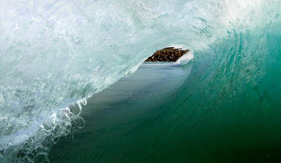 """Surfer\'s view, cualquier rider que halla tenido la suerte de estar ahi dentro, sabe lo que es esa sensacion de vacio, proteccion, de energia y adrenalina. Surfer\'s view, any rider who is been fortunate to be there, you know that empty feeling, protection, power and adrenaline. Image: <a href=\""""http://lucashoot.blogspot.com\"""">Tozzi</a></em></strong>"""