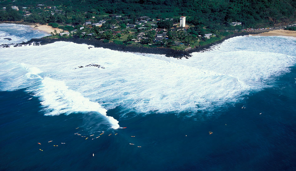 "Waimea overview of the surfers. Photo: <a href=""http://seandavey.com/\"" target=_blank>Sean Davey</a>"