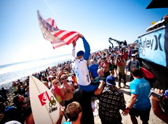 Kelly Slater wins the 2010 Hurley Pro at Lower Trestles and reclaims the top spot on the ASP World Tour.