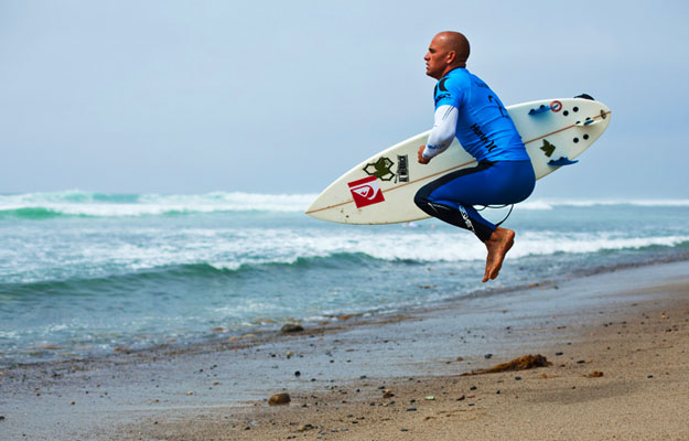 Kelly Slater warms up for the 2010 Hurley Pro at Lowers