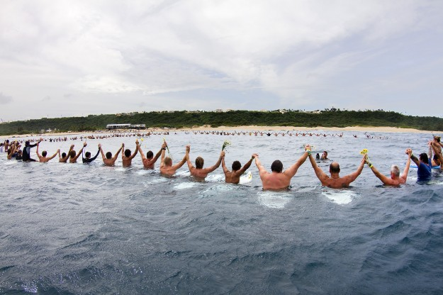A paddle out memorial service for Andy Irons was held on-site in Porta Del Sol, attended by the world's best surfers and hundreds of admirers. Photo: ASP/CESTARI