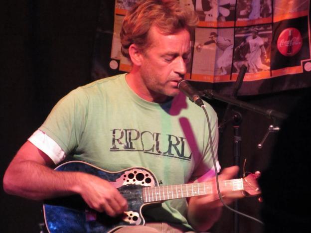 Tom Curren Plays Guitar