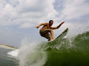Clay Pollioni Surfs New Jersey Photo: Mike Incitti