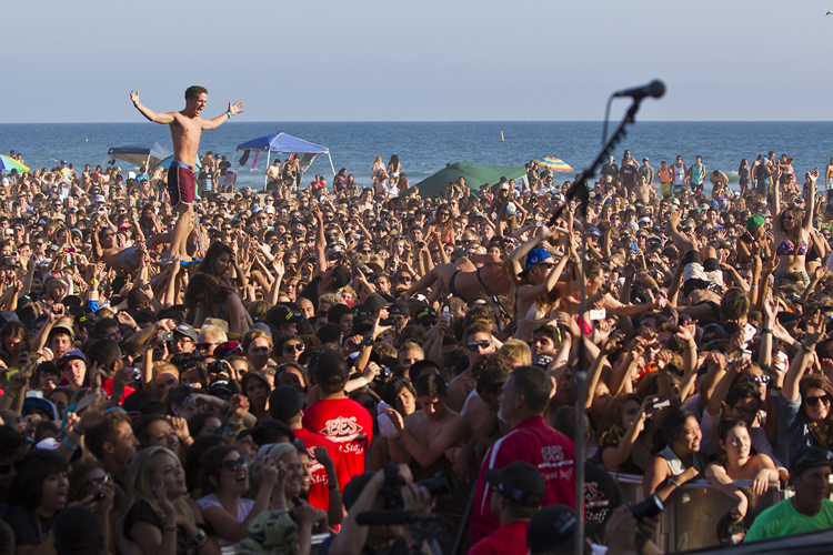 Madness at the U.S. Open of (Crowd) Surfing. Photo: C. Bahn/usopenofsurfing.com