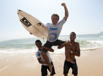 Caio Ibelli, Michael Rodrigues, Philippa Anderson, and Team Australia were among the winners at the 2013 Hainan Wanning Riyue Bay International Surfing Festival.