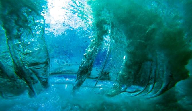 Oscillation beneath a breaker. Photo: Adrian Ramirez Lopez