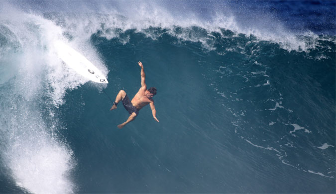 Dave Wassel going over the handle bars at Pipe. Photo: Shutterstock