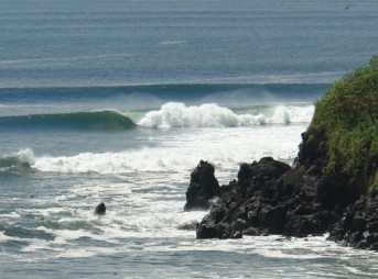 Just one of the many right-hand point breaks El Salvador has to offer. Photo: Waterways Travel