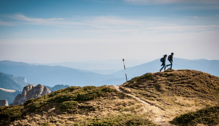 Have you already gotten off track for 2016? If so, here's 8 ways to get back on the right path. Photo: Unsplash / David Marcu.