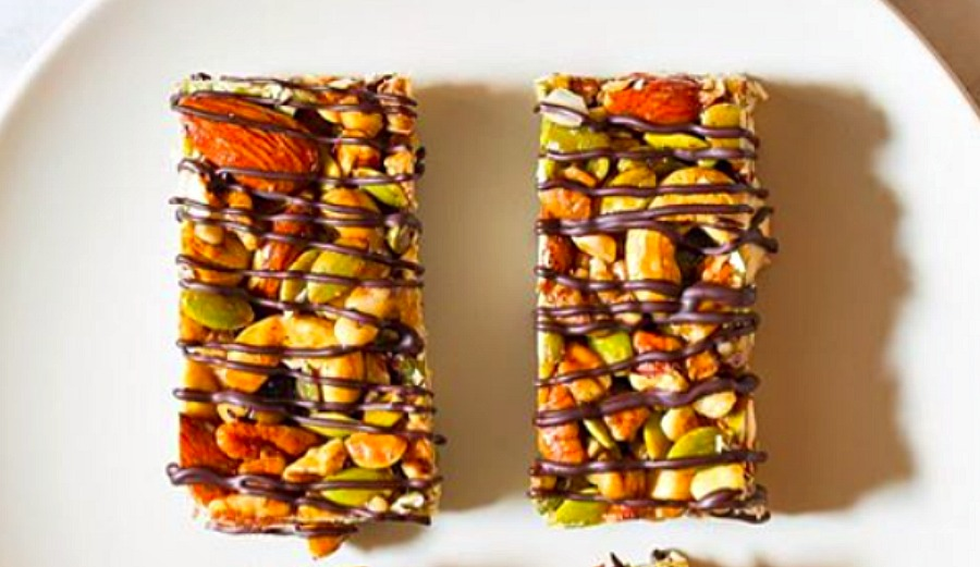 Paleo Nut Bar With Chocolate Drizzle | The Inertia
