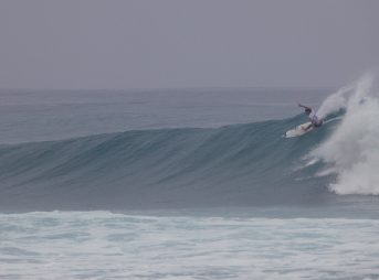 Jordy Smith at Sunset Beach. Photo: @shannonreporting