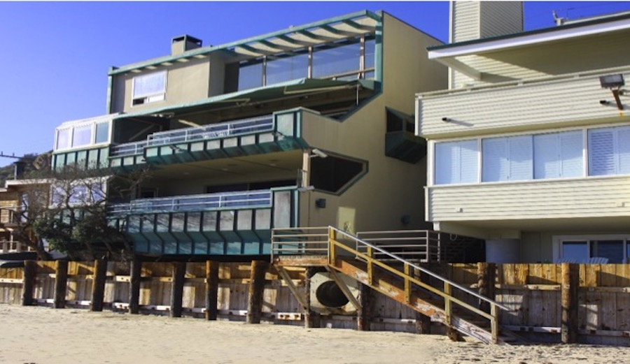 The Lent home and the illegal staircase that currently blocks beach access. Photo: Surfrider
