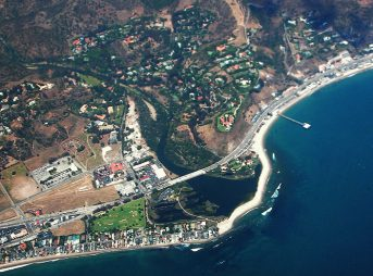 Malibu Lagoon from the air. Adamson House sits west of the Pacific Coast Highway and south from the lagoon. Photo: Wikimedia Commons/Doc Searls