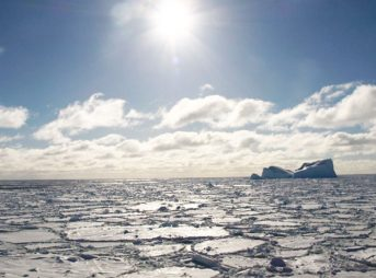 Sea ice trapped atmospheric carbon dioxide in the last ice age. Image: Author provided