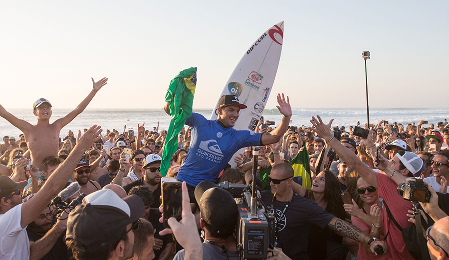 This win moves Medina from number 8 to number 3 in the WCT rankings. Photo: WSL