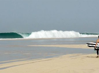 Natxo Gonzalez Discovered a Stunningly Perfect Wave on the Edge of the Desert