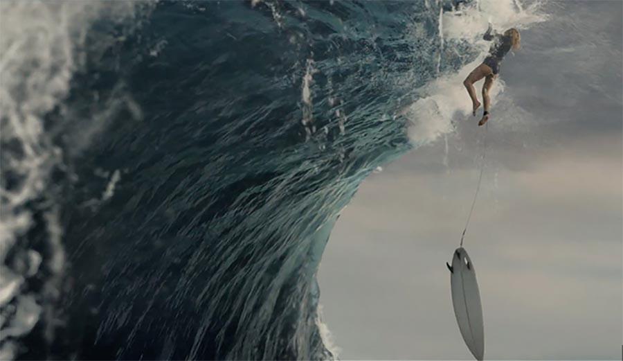 צפו באלופת העולם לשעבר ליסה אנדרסן מטפסת על גל ענק בפרסומת חדשה