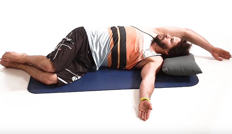 Avoid Nagging Shoulder Pain With This Mobility Stretch
