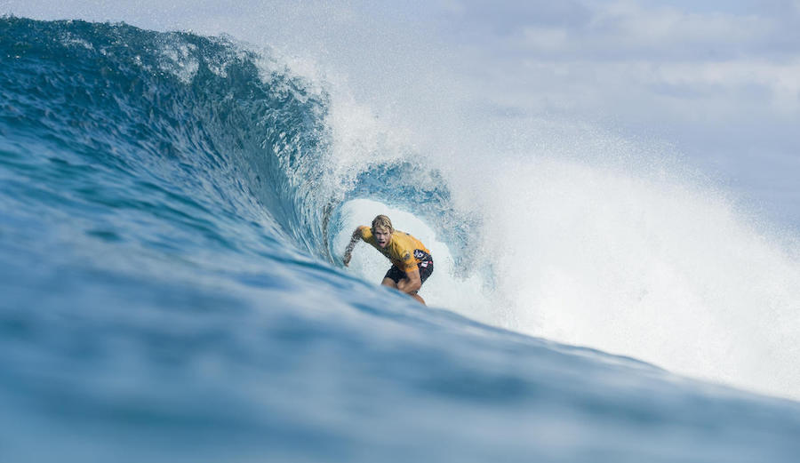 65115e0ca92789 John John Florence and Kelly Slater Will Surf in the Pipe Masters. News