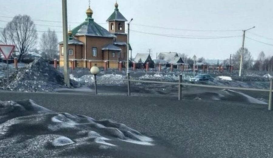 Strange Black Snow Falls in Siberia; Residents Blame Local Coal Industry