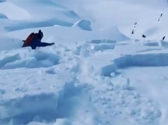 Watch video of snowboarder Mark McMorris outrunning an avalanche in Alaska