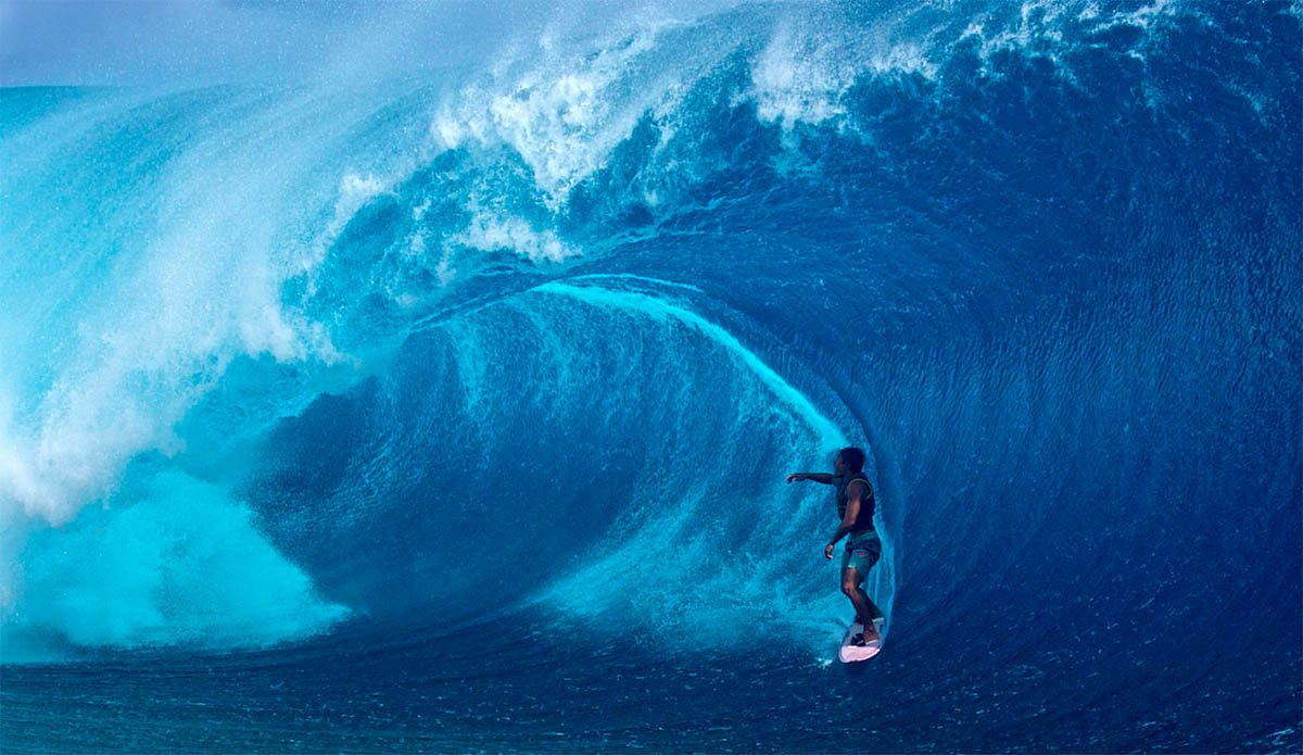 Teahupo'o Comes Alive Just In Time for the Tahiti Pro
